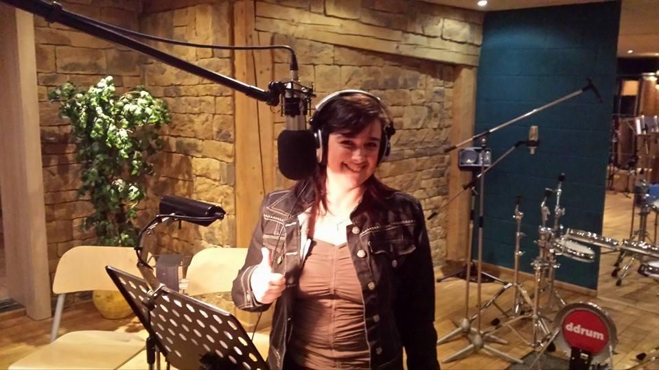 Xandra als Chorsängerin im Studio